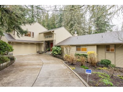 Lake Oswego Single Family Home For Sale: 17851 Westview Dr