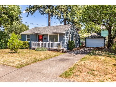 Portland Single Family Home For Sale: 5834 SE 65th Ave