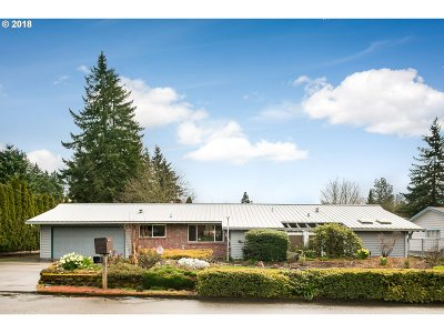 Milwaukie Single Family Home For Sale: 4546 SE Meldrum Ave