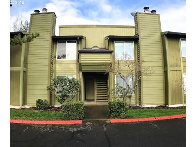 Hillsboro Condo/Townhouse For Sale: 2330 SE Brookwood Ave