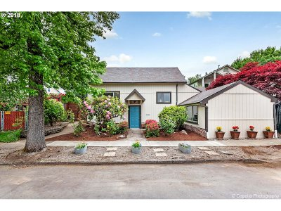 Milwaukie Single Family Home For Sale: 11558 SE 30th Ave