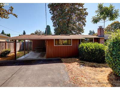 Milwaukie, Gladstone Single Family Home For Sale: 5620 SE Meyers St