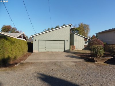 Springfield Single Family Home For Sale: 1977 7th St