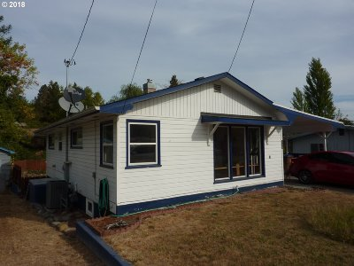 Canyonville Single Family Home For Sale: 560 W First St