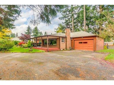 Portland Single Family Home For Sale: 905 NE 160th Ave