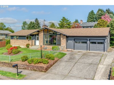 Milwaukie Single Family Home For Sale: 4665 SE Robin Rd