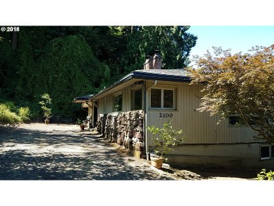 Milwaukie Single Family Home For Sale: 2100 SE Sparrow St