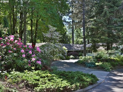 Lake Oswego Single Family Home For Sale: 3240 Westview Ct