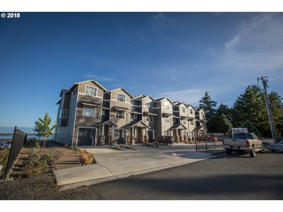 Coos Bay Single Family Home For Sale: 1362 Seagate Dr #6