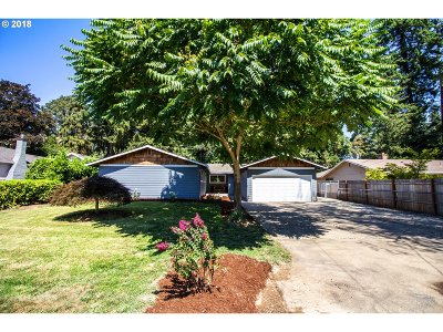 Milwaukie Single Family Home For Sale: 4735 SE Glen Echo Ave