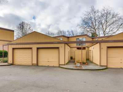 Beaverton Condo/Townhouse For Sale: 1735 NW Lakeway Ln