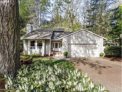 Lake Oswego Single Family Home For Sale: 18679 Indian Creek Dr