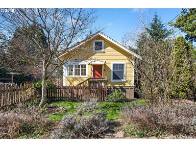 Portland Single Family Home For Sale: 9221 SW 7th Ave