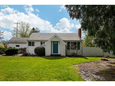 Milwaukie Single Family Home For Sale: 15723 SE Francis Ave