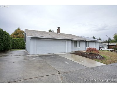 Gresham Single Family Home For Sale: 3225 SW 18th Ct
