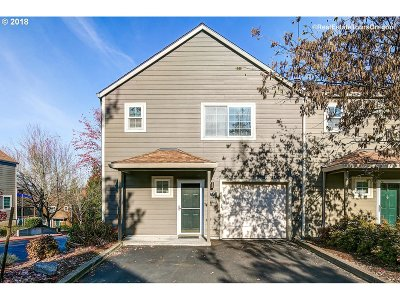 Tualatin Condo/Townhouse For Sale: 7151 SW Sagert St #101