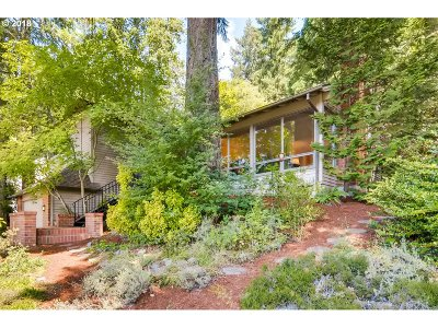 Lake Oswego Single Family Home For Sale: 50 Aquinas St