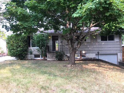 Portland Single Family Home For Sale: 400 NE 167th Pl
