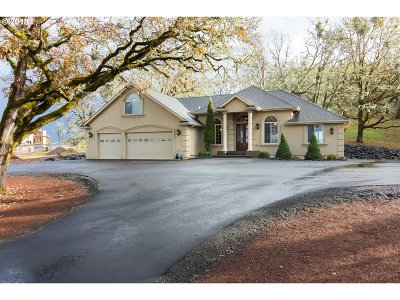 Roseburg Single Family Home For Sale: 157 Seabiscuit Loop