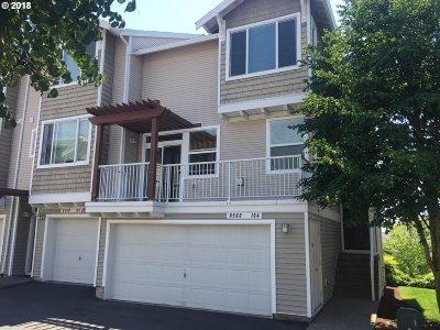 Beaverton Condo/Townhouse For Sale: 8560 SW 147th Ter #104