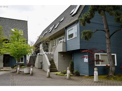 Condo/Townhouse For Sale: 184 N Hayden Bay Dr