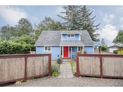 Lincoln City Single Family Home For Sale: 6210 SW Jetty Ave