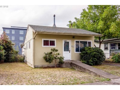 Springfield Single Family Home For Sale: 1059 A St