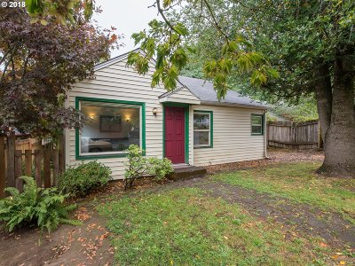 Milwaukie Single Family Home For Sale: 8835 SE 28th Pl