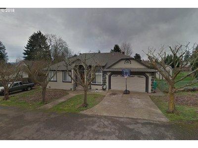 Single Family Home For Sale: 10804 NE Skidmore St
