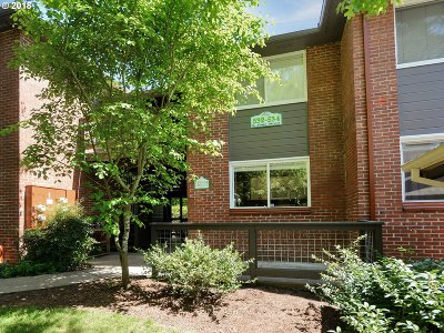 Lake Oswego Condo/Townhouse For Sale: 532 S State St