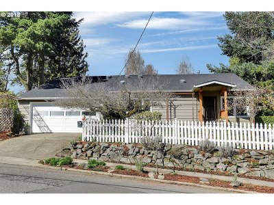 Portland Single Family Home For Sale: 631 SW Evans St