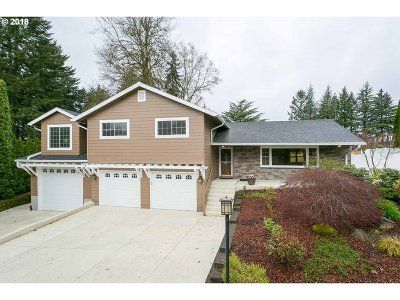 Lake Oswego Single Family Home For Sale: 13861 Shireva Ct