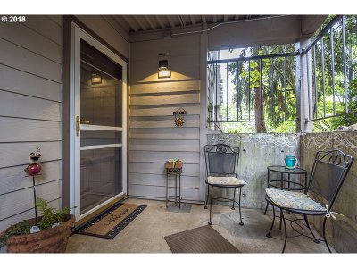 West Linn Condo/Townhouse For Sale: 20910 Fawn Ct #4