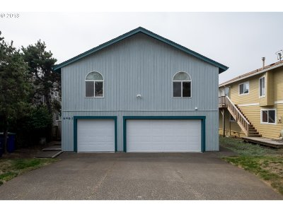 Lincoln City Single Family Home For Sale: 6461 NE Mast Ave