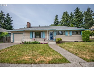 Single Family Home For Sale: 11805 SE Madison St