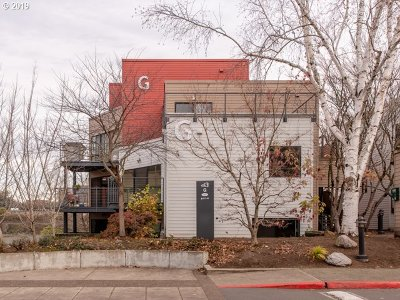 Condo/Townhouse For Sale: 820 NW Naito Pkwy #G-4