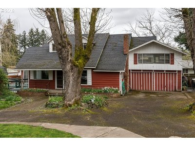 Milwaukie Single Family Home For Sale: 2503 SE Maple St