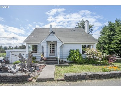 Lincoln City Single Family Home For Sale: 1776 NE 14th St