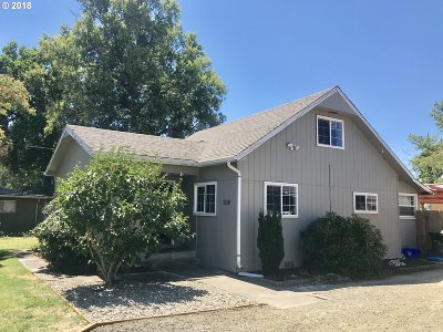 Hucrest Single Family Home For Sale: 1296 NW Keasey St