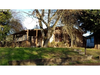 Myrtle Creek Single Family Home For Sale: 224 Gallahad Loop
