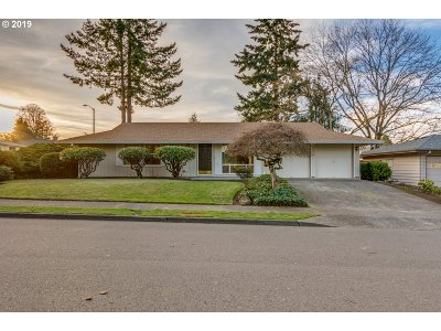 Beaverton Single Family Home For Sale: 6775 SW Peach Ln