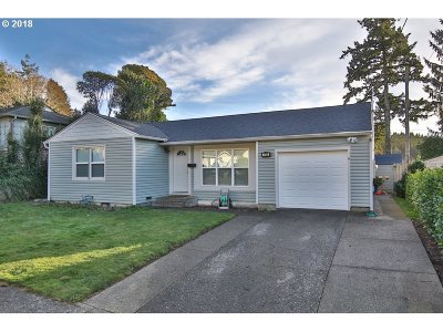 Coos Bay Single Family Home For Sale: 1745 Cottonwood