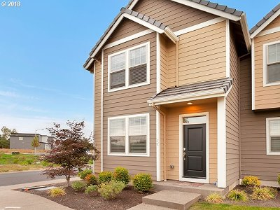 Wilsonville Condo/Townhouse For Sale: 8270 SW Maxine Ln