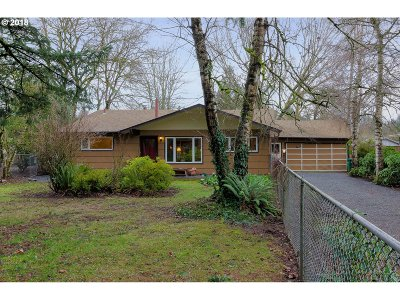 Portland Single Family Home For Sale: 7906 SW Florence Ln