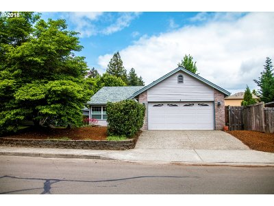 Tigard Single Family Home For Sale: 10827 SW Chateau Ln