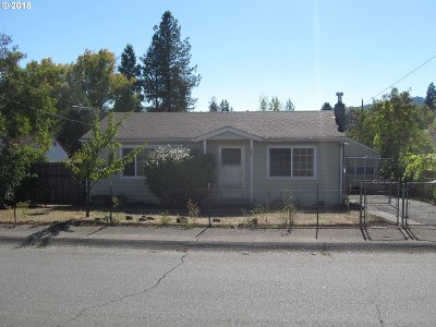 Roseburg OR Single Family Home For Sale: $130,000