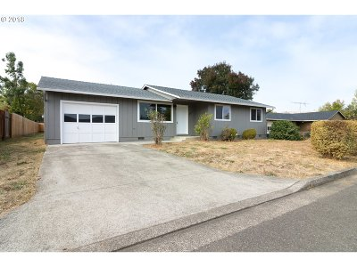 Roseburg Single Family Home For Sale: 137 Lakewood Ct