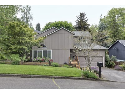 Portland Single Family Home For Sale: 5828 SW Huddleson St