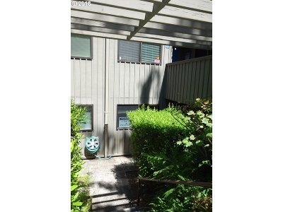 Lincoln City Condo/Townhouse For Sale: 5801 NE Voyage Ave #44
