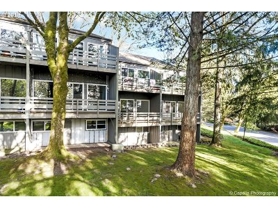 Lake Oswego Condo/Townhouse For Sale: 4 Touchstone #77